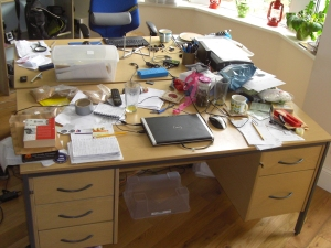 untidy-desk