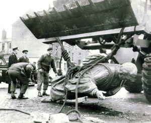 hanna statue down